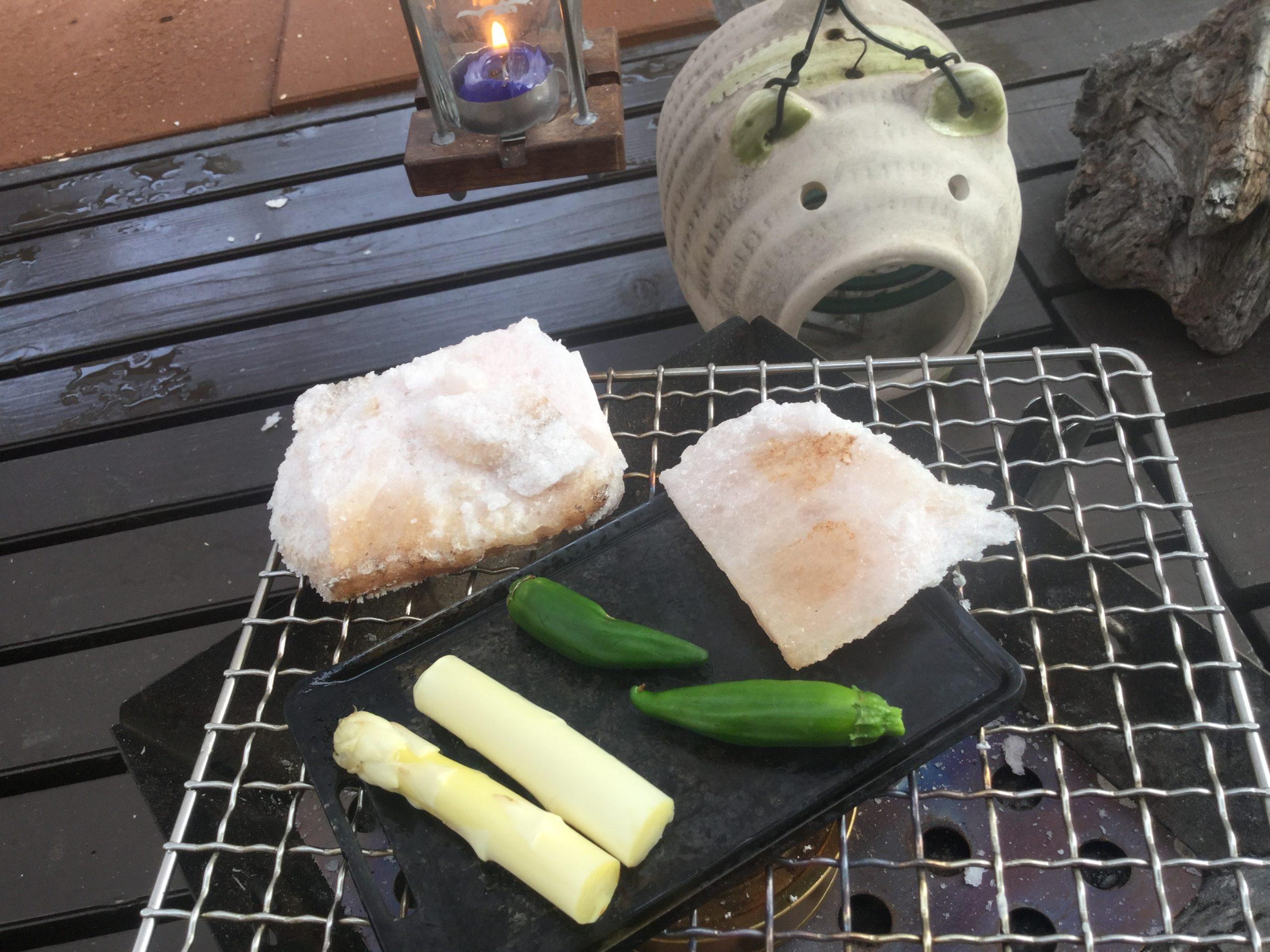 炭火で焼いて食べるシシトウ