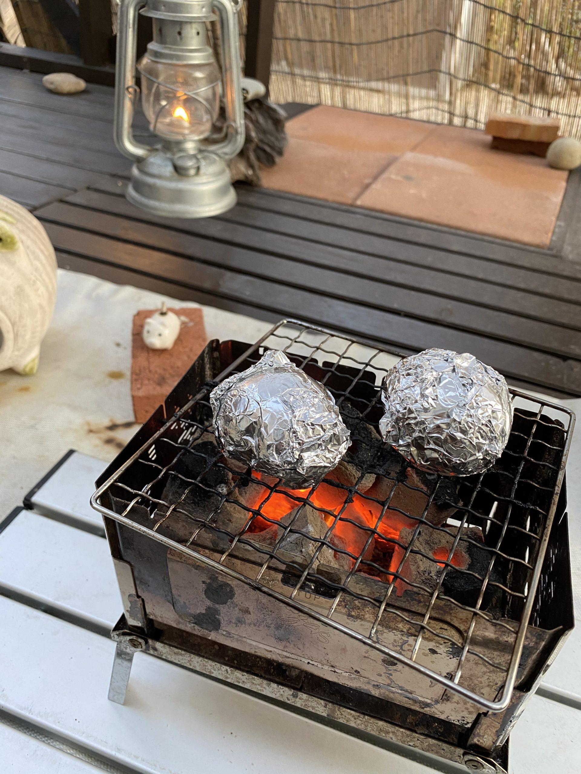 ジャガイモを焼く